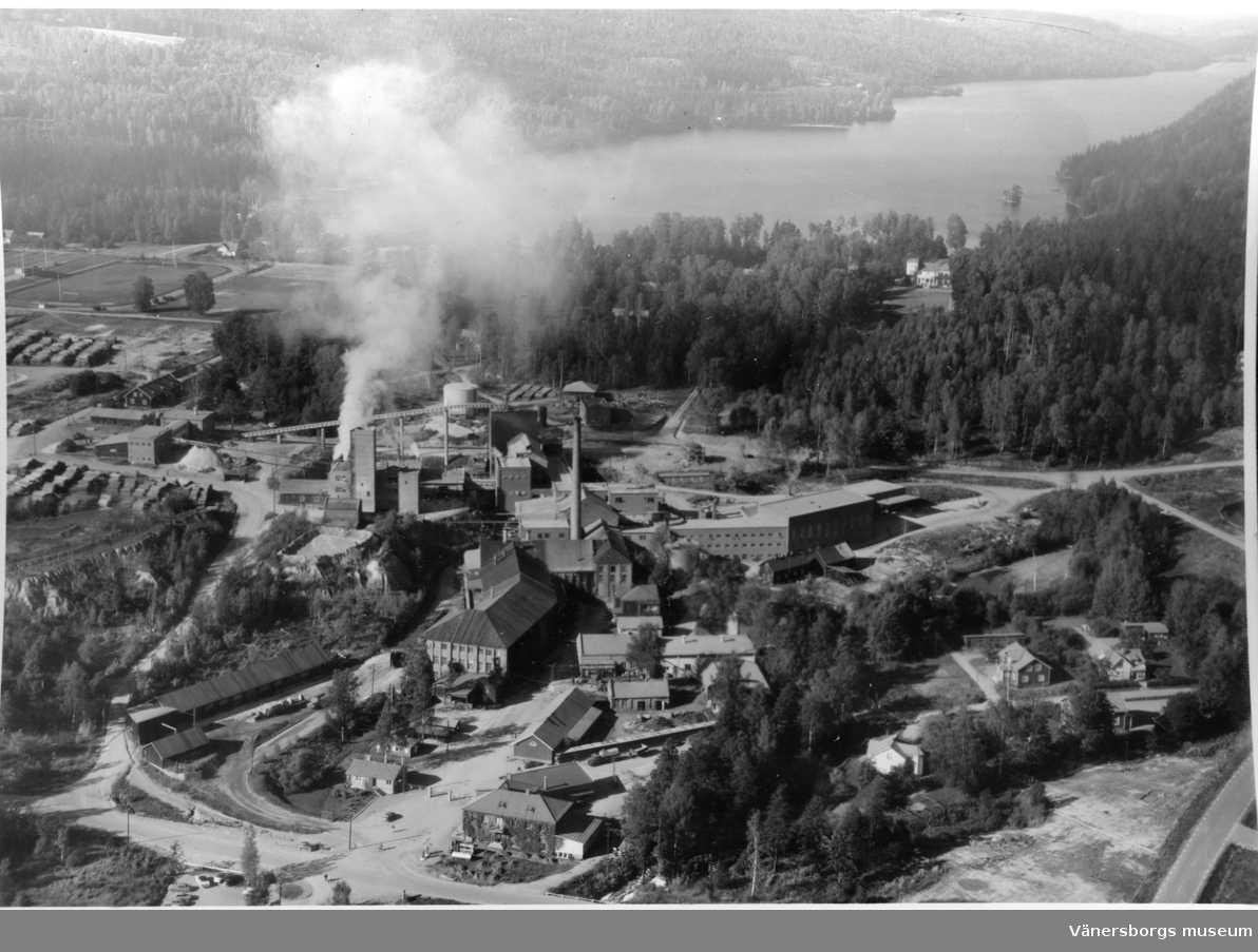 Trämassefabriken. Årtal okänt. Bild från Vänersborgs museum.