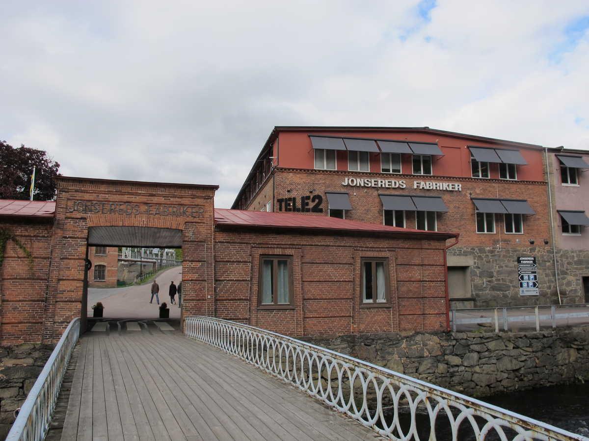 Jonsereds fabriker och samhälle