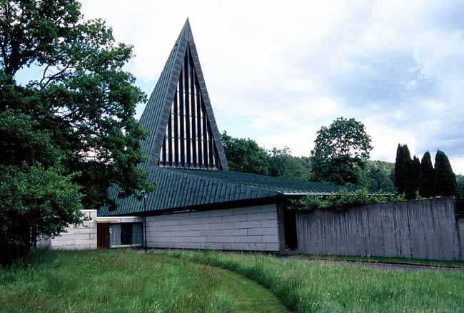 Kvastekulla kapell med sitt karakteristiska spetsiga tak.