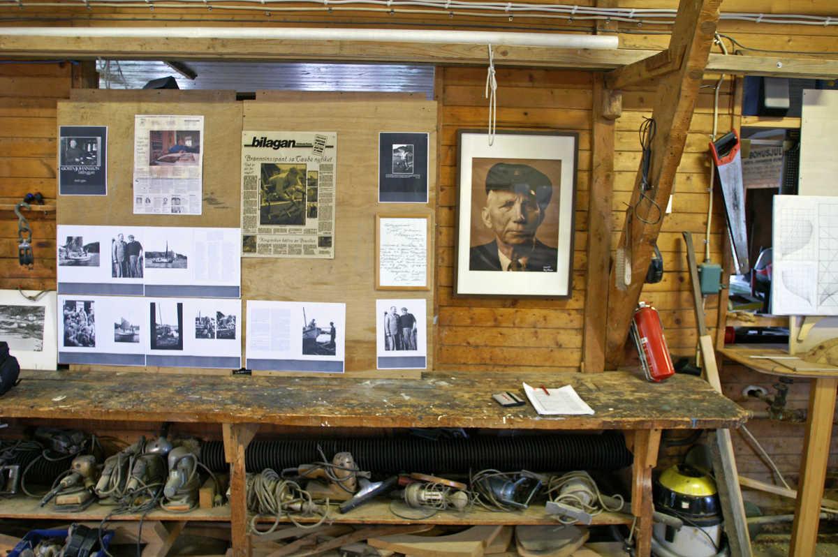 Interiör från Gösta Johanssons verkstad med utställning. Foto Dan Nilsson/Kulturföreningen Gösta Johanssons varv.