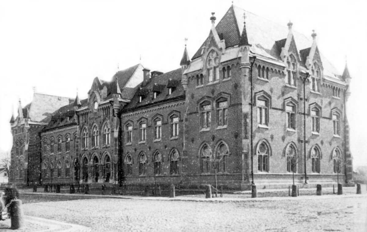 Den stora skolan i den lilla staden