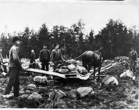 Utställningen: Spår i landskapet. Stenröjning. Nybygge.