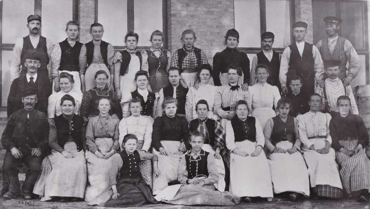 Textilarbetare vid Kungsfors fabriker i Skene (Marks kommun).