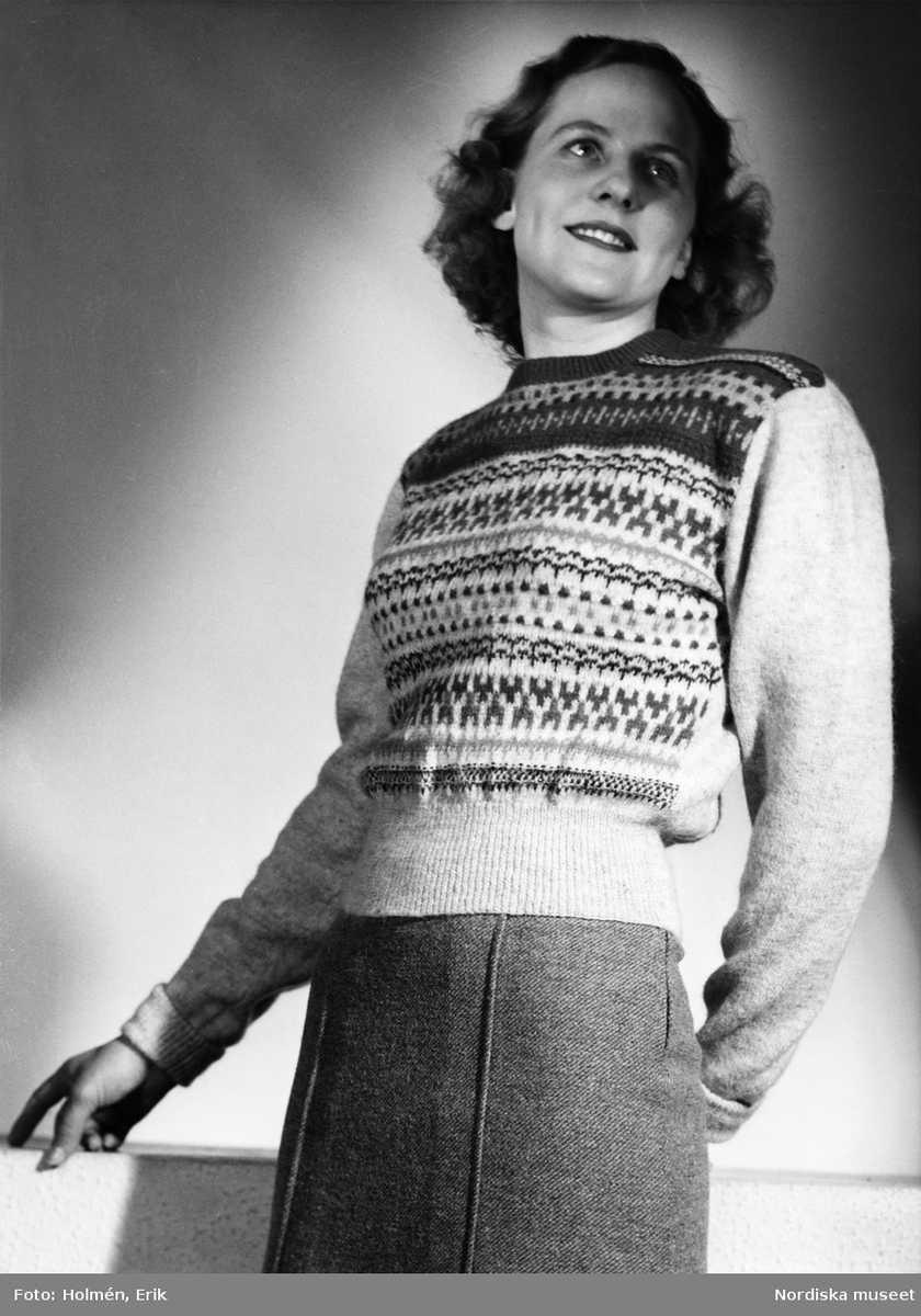 Bohusstickning. Modell i stickad tröja och kjol.