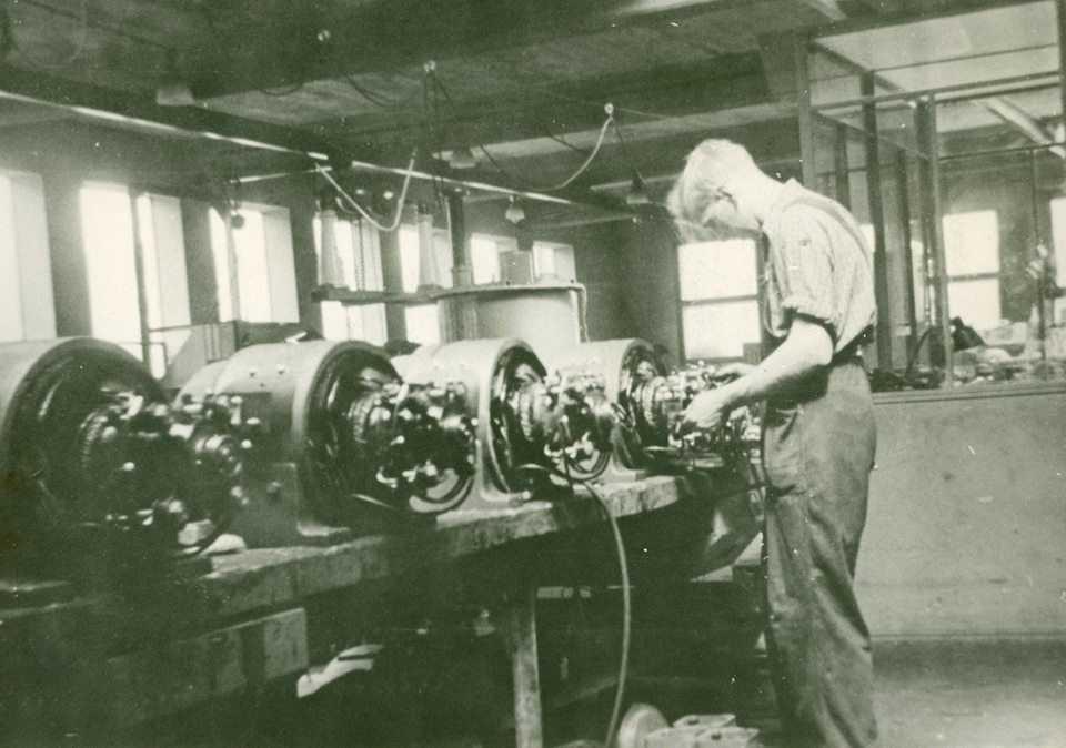 Gustaf Carlsson i arbete 1940-tal.jpg