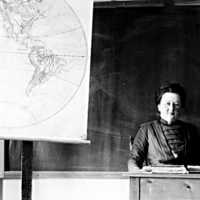 Seminarieadjunkt Jenny Maria Vilhelmina Richter Welander. Född 1866 i Färlöv. Var år 1900 änka med tre barn och bodde då i Stugan, Skara stadsförs..jpg