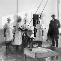 Mejeriarbetare Blomberg Bilden tagen på 1930-talet.jpg