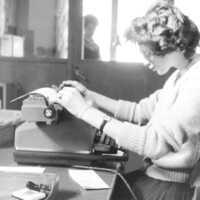 Kvinna med skrivmaskin.jpg