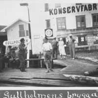På Gullholmen Ångbåtsbrygga. Bohusläns museum.jpg