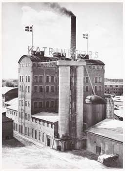 Katrinefors, Sulfitkokeriet med syratornet, 1950-tal.jpg