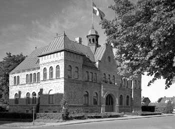 Skara. Gamla Tingshuset 1959. Fungerade som tingshus fram till 1950-talet. Sedan 1960 inryms Skara Skolscen i huset. Tingssalen är ombyggd till teaterscen med salong.jpg